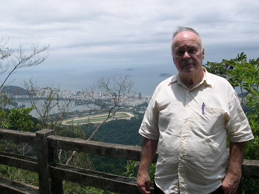 LUIZ EDUARDO LAGES, in the Vista Chinesa, with the Brazilian Jockey Club (Jockey Club Brasileiro) in the background